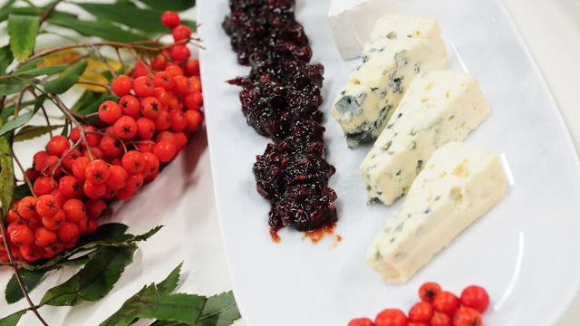 Konfitura z jarzębiny jako dodatek do serów